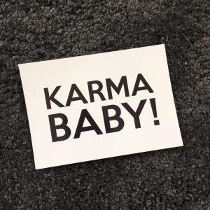 erbsünde Karma Baby Postkarte Geschenk